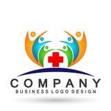 Familia en logotipo médico de la unión feliz, familia, padre, niños, amor verde, parenting, cuidado, vector del diseño del icono  ilustración del vector