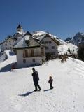 Familia en nieve Fotografía de archivo libre de regalías
