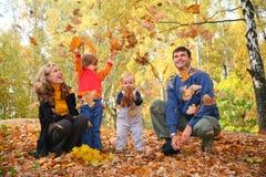 Familia en parque Fotos de archivo
