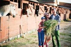 Familia en rancho Imágenes de archivo libres de regalías