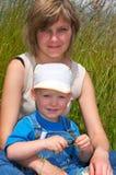 Familia en tallgrass Fotos de archivo libres de regalías