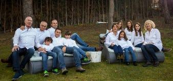 Familia entera que celebra un partido Imágenes de archivo libres de regalías