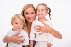 Familia feliz aislada en el fondo blanco Imagen de archivo libre de regalías