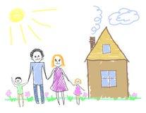 Familia feliz cerca de la casa Imagenes de archivo