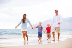 Familia feliz con dos muchachos Foto de archivo libre de regalías