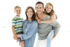 Familia feliz con dos niños Imagenes de archivo
