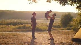 Familia feliz con el bebé almacen de metraje de vídeo
