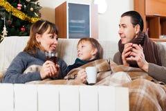 Familia feliz con el calentador Fotos de archivo