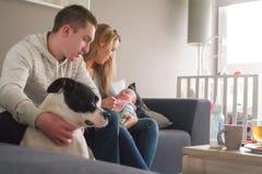 Familia feliz con el niño recién nacido Foto de archivo libre de regalías