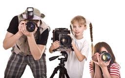 Familia feliz con la cámara tres. Imagenes de archivo