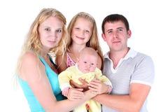 Familia feliz con las pequeñas dos hermanas adorables 8 años y 3 meses Imágenes de archivo libres de regalías
