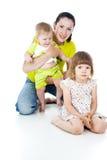 Familia feliz con los niños imagenes de archivo