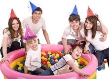 Familia feliz, cumpleaños de niños. Foto de archivo libre de regalías