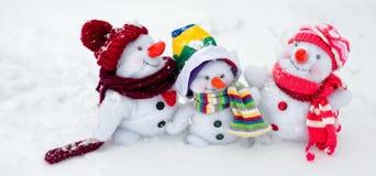 Familia feliz del muñeco de nieve Foto de archivo libre de regalías
