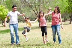 Familia feliz el vacaciones fotos de archivo libres de regalías