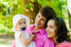 Familia feliz el vacaciones fotografía de archivo libre de regalías