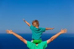Familia feliz el vacaciones del mar Fotografía de archivo