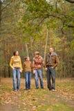 Familia feliz en bosque Foto de archivo libre de regalías