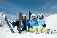 Familia feliz en el esquí Imagen de archivo