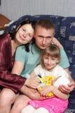 Familia feliz en el país Foto de archivo