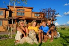Familia feliz en el país Imagen de archivo libre de regalías