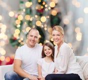 Familia feliz en el país Foto de archivo libre de regalías