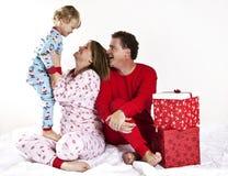 Familia feliz en la Navidad Fotos de archivo