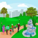 Familia feliz en parque con jugar de la fuente, de los muchachos y de las muchachas Fotografía de archivo libre de regalías