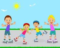 Familia feliz en pcteres de ruedas Foto de archivo