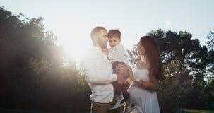 Familia feliz en tres La esposa está embarazada Zimbind y con mucho gusto como familia feliz Epopeya roja Cámaras lentas metrajes