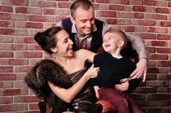Familia feliz joven fotografía de archivo