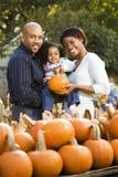 Familia feliz junto. foto de archivo