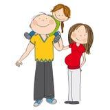 Familia feliz Madre embarazada y padre que llevan al pequeño niño en hombros Imagen de archivo