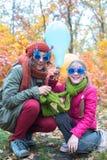 Familia feliz - mamá e hija adolescente Fotos de archivo
