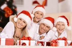 Familia feliz que celebra Foto de archivo