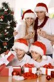 Familia feliz que celebra Imagen de archivo libre de regalías