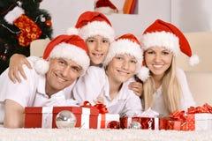 Familia feliz que celebra Foto de archivo libre de regalías