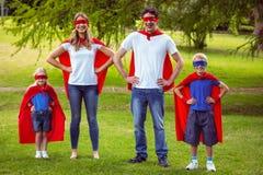 Familia feliz que finge ser super héroe Imágenes de archivo libres de regalías