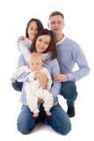 Familia feliz - sentada del padre, de la madre, de la hija y del hijo aislados Imágenes de archivo libres de regalías