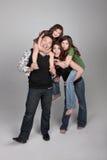 Familia feliz tonta de 4 personas foto de archivo libre de regalías
