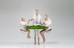 Familia futurista en el desayuno Imagenes de archivo