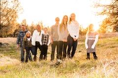 Familia grande feliz junto al aire libre Fotografía de archivo libre de regalías