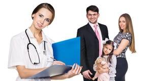 Familia hermosa con el doctor Fotografía de archivo