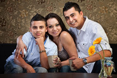 Familia hispánica alegre Imagenes de archivo