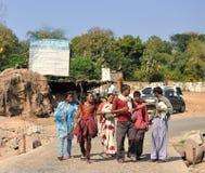 Familia india feliz en Orcha. La India Foto de archivo libre de regalías