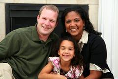 Familia interracial imagen de archivo libre de regalías