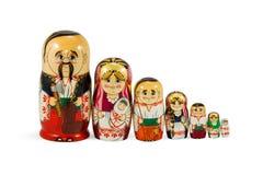 Familia jerarquizada de las muñecas que se coloca en fila Imagen de archivo libre de regalías