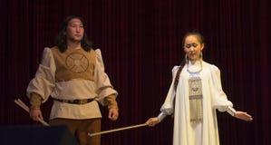 familia joven de yakutos en ropa nacional Imagenes de archivo