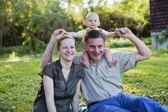 Familia joven feliz Foto de archivo