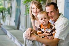 Familia joven perfecta feliz Fotos de archivo